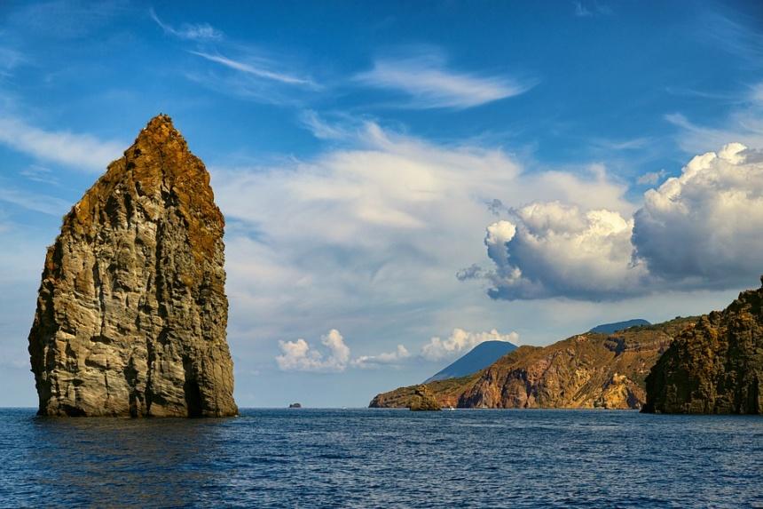 オーダーメイド旅行,シチリア北部の枝折ア諸島へのモーターヨット、ヨットチャーターの事なら名古屋のアツラエ