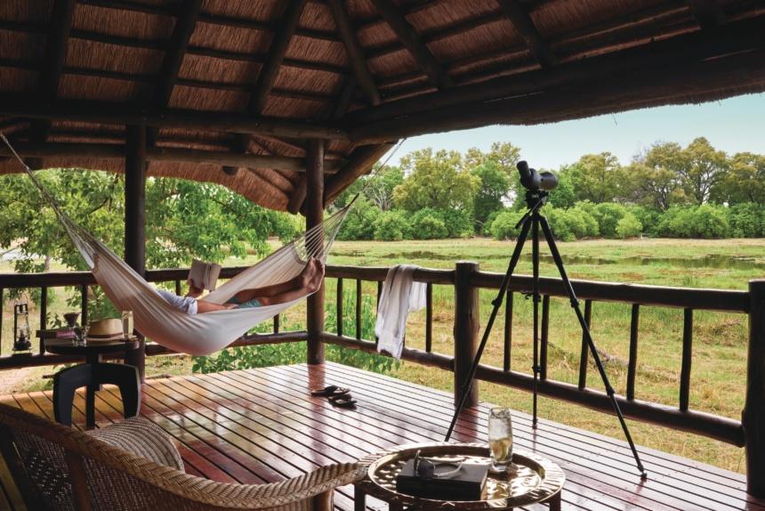 双眼鏡&ハンモック完備:Belmond Safaris, Khwai River Lodge, Okavango, Botswana.