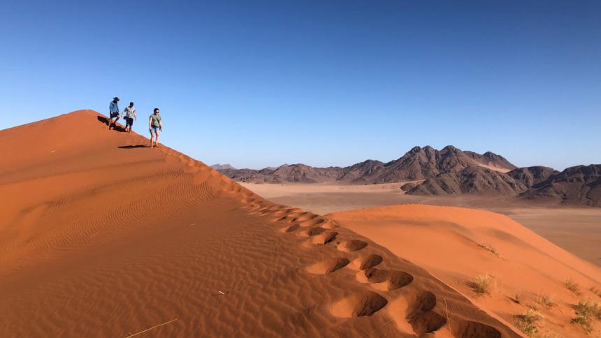 砂丘の尾根ウォーック:&ビヨンド ソススフレイデザートロッジ|&Beyond Sossusvlei Desert Lodge