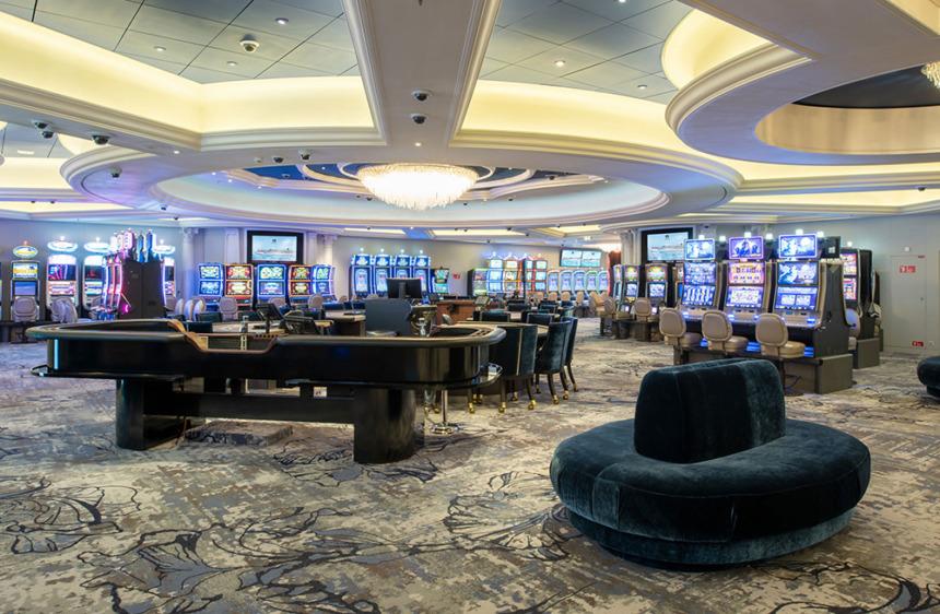 リゾートワールドアットシー ブラックジャックやミニバカラ、ルーレット、90台以上のスロットマシンなどを兼ね備えたラスベガススタイルのカジノ