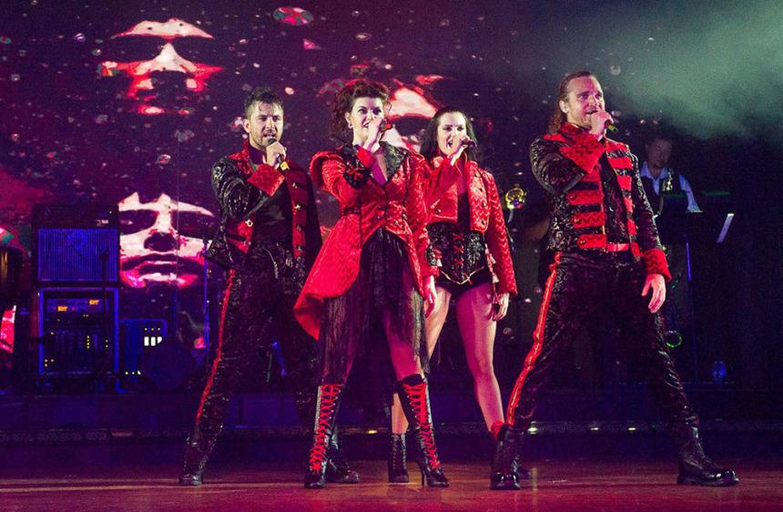 ショー ブロードウェイスタイルのプロダクションショーや、 「言語バリアフリー」をコンセプトにしたショーがクルーズの夜を盛り上げます。
