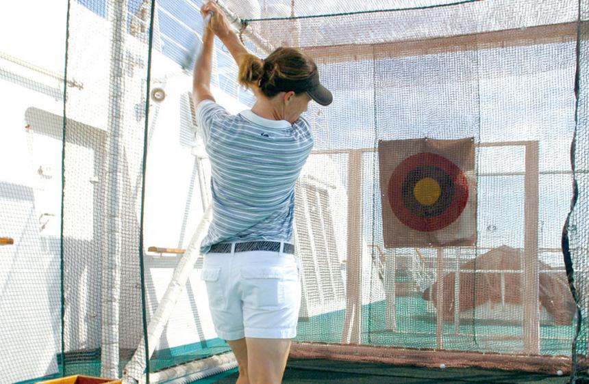 クリスタルゴルフ ゴルフレンジ、パットゴルフの施設を完備。またPGA(全米プロゴルフ協会)所属プロによる無料レッスンも開催
