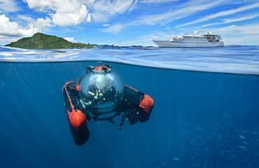 Crystal Esprit  クリスタルエスプリ 世界初の潜水艦搭載のクルーズ船